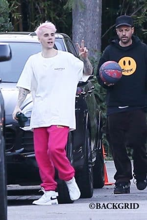 Justin Bieber teint ses cheveux en rose pâle- la photo choc dévoilée