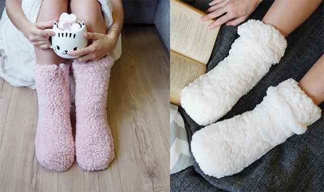 20 Winter is coming. Préservez ses petits pieds avec ces chaussettes cocooning en moumoute. Votre copine ne collera plus ses pieds froid contre vous. Une superbe idée de cadeau de Noël