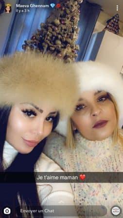 Maeva Ghennam proche de sa maman- elle pose avec elle sur Snapchat31122019