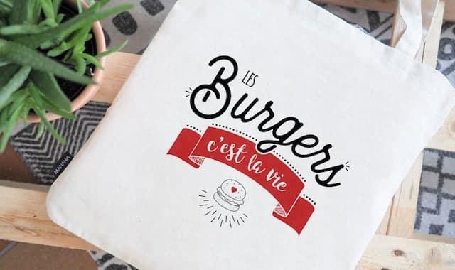 """Tote bag, """"Les burgers c'est la vie"""".Un totebag marrant 100% coton à offrir à une addic' aux burgers. Car oui les burgers c'est la vie"""
