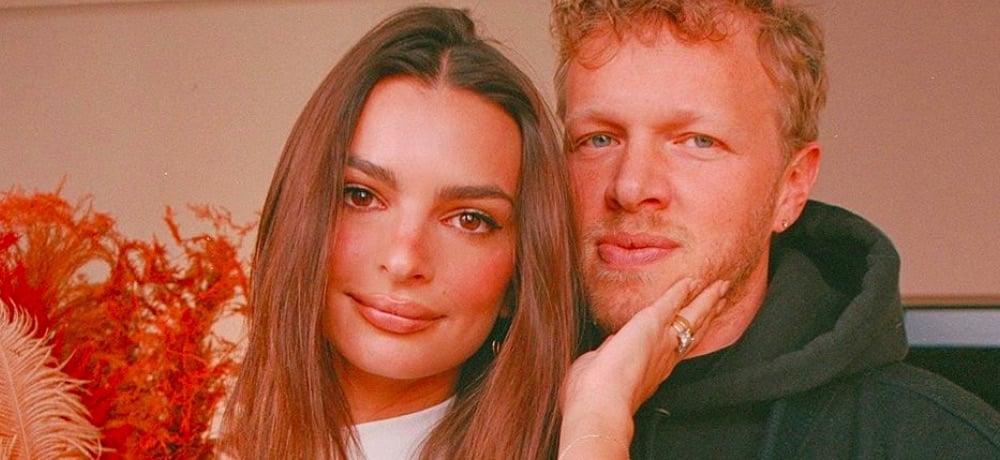 Emily Ratajkowski et son mari s'affichent en peignoir sur Instagram !