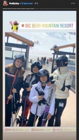 Laeticia Hallyday au ski avec ses filles et... Kev Adams ! (PHOTO)