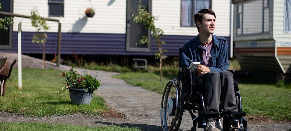 Sex Education saison 2: George Robinson s'exprime sur le handicap au cinéma !