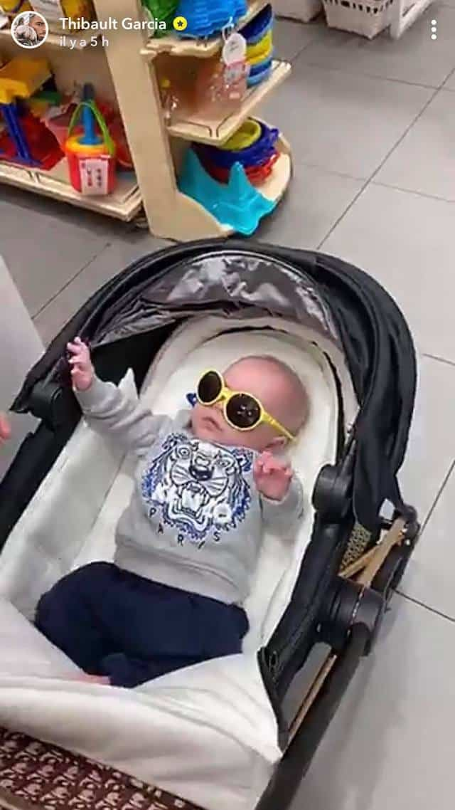 Thibault Garcia se moque de Maylone avec ses premières lunettes de soleil !