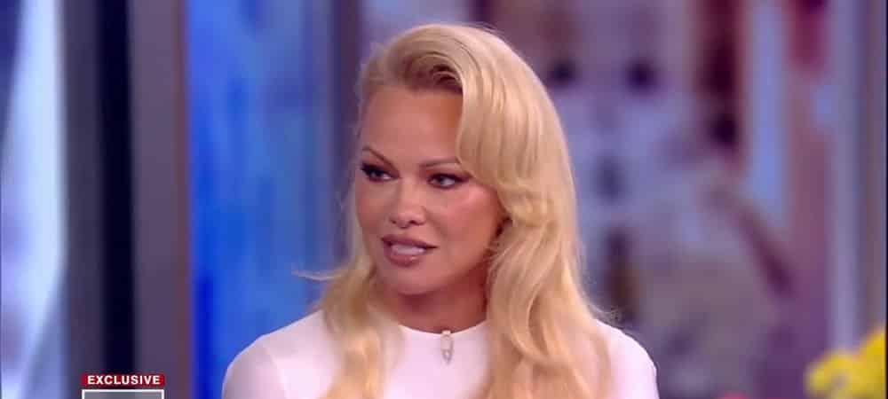 Pamela Anderson endettée ? Elle répond aux révélations de son ex-mari Jon Peters !