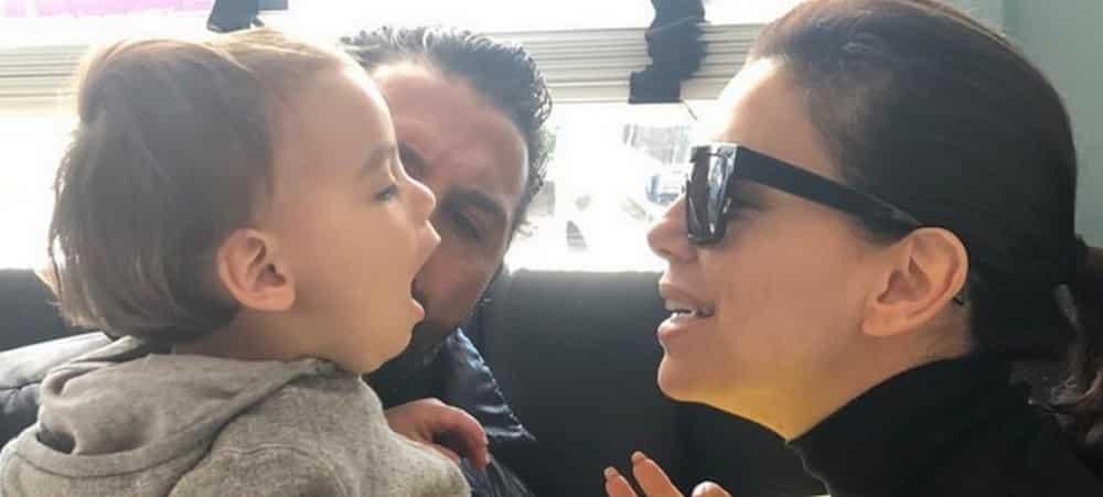 Eva Longoria maman: c'est l'heure du goûter pour Santiago ! (PHOTO)