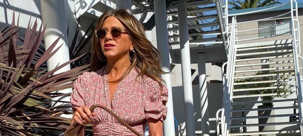 Jennifer Aniston en cuissardes: elle prend la pose pour ses 51 ans !