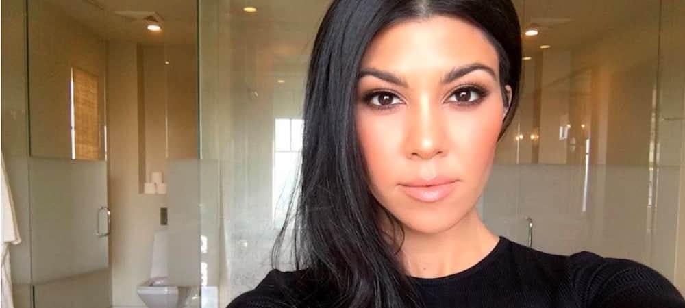 Kourtney Kardashian business woman: elle ose le total look marron !