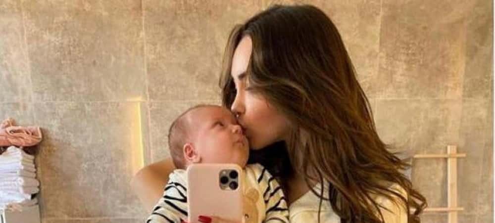 """Nabilla maman gaga de Milann: """"Je n'ai jamais aimé comme ça"""" !"""