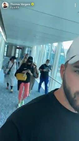 Thomas Vergara choqué: tout le monde porte un masque à l'aéroport !