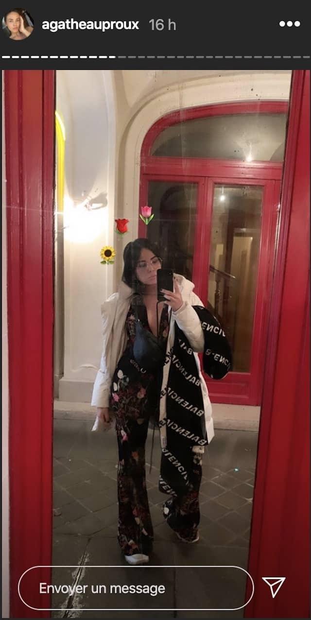 Agathe Auproux superbe: elle ose la combinaison à fleurs !