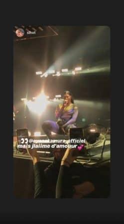 Aya Nakamura en concert: elle ose la combinaison multicolore !