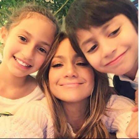 Jennifer Lopez très fière son fils Maximilian monte sur scène