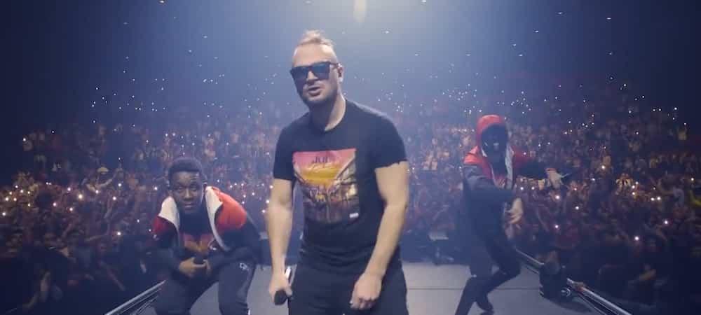 JuL Eminem fait le célèbre signe du Marseillais 28022020