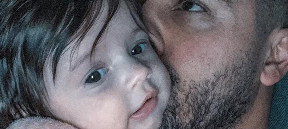 Kevin Guedj papa comblé: sa petite Ruby s'endort sur lui !
