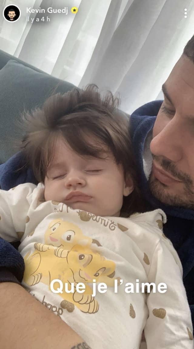Kevin Guedj papa comblé: sa petit Ruby s'endort sur lui !