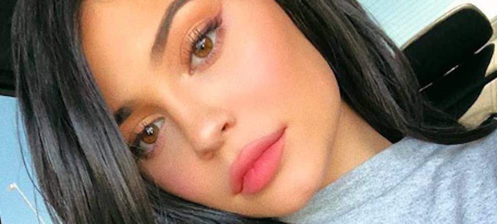 Kylie Jenner blonde: sa nouvelle couleur de cheveux fait sensation !