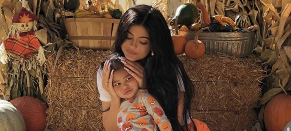 Kylie Jenner: sa petite Stormi adore ses nouvelles boucles d'oreilles !