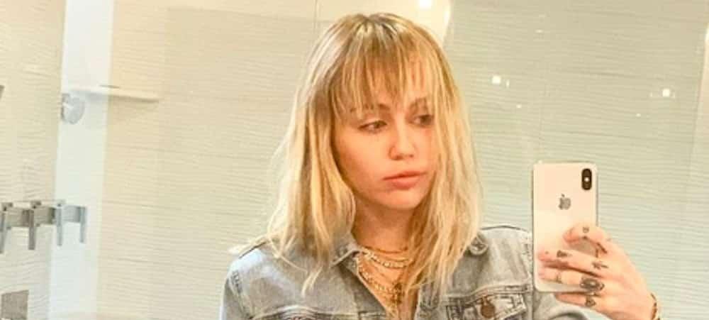 Miley Cyrus en studio avec Cody Simpson: elle dévoile ses seins !