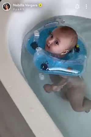 Nabilla maman: Milann a une petite bouee pour la bain, l'adorable photo !