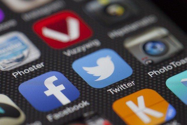 Instagram, Facebook, Twitter: les réseaux sociaux pourraient être taxés !