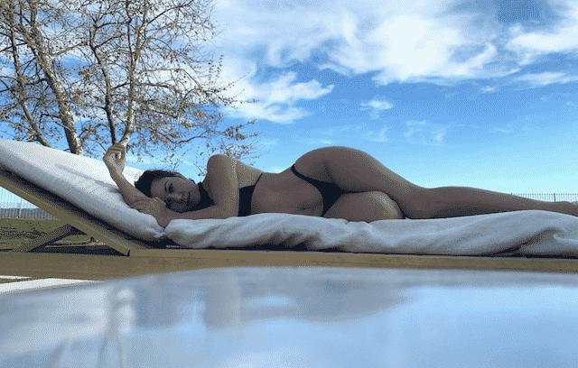 Kourtney Kardashian: la soeur de Khloé profite du soleil en bikini !