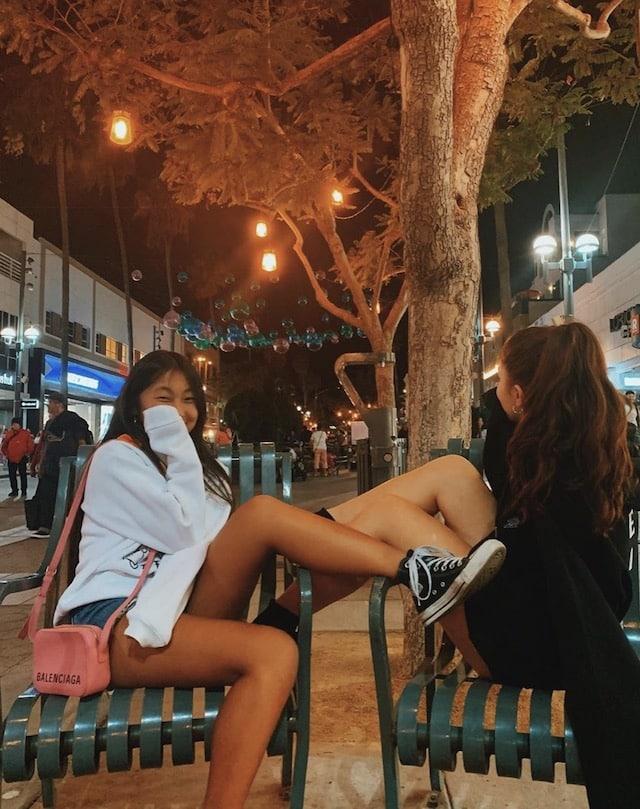 Jade Hallyday s'affiche en pleine rue avec un masque sur le visage !
