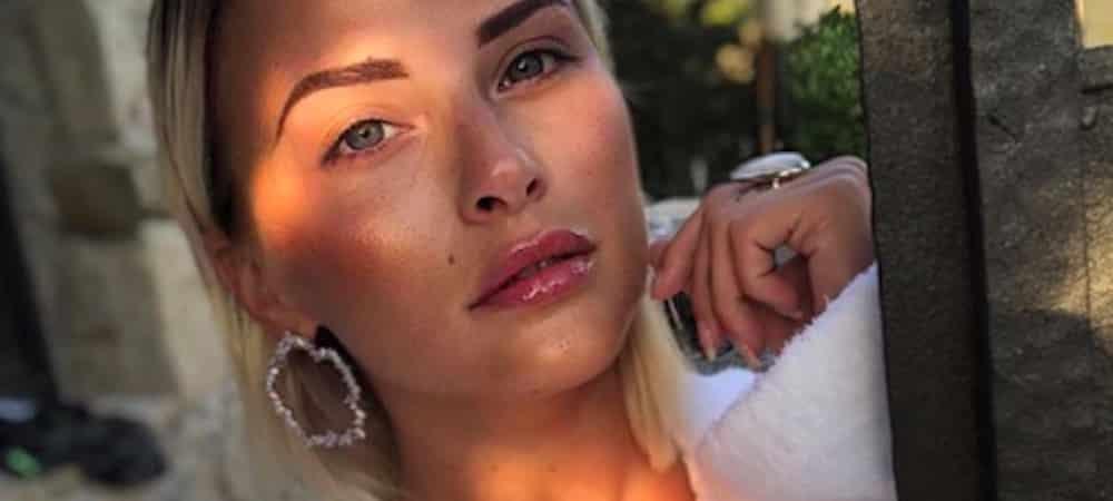 Kelly Vedovelli: de maquilleuse à chroniqueuse dans TPMP [PORTRAIT]