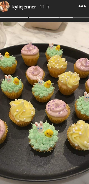 Kylie Jenner réalise des petits cupcakes adorables !