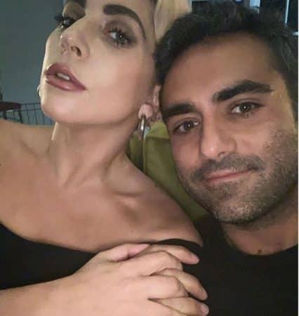 La chanteuse, confinée avec son chéri