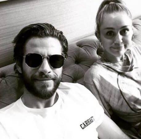 Miley Cyrus- Liam Hemsworth pose torse-nu dans son lit sur Instagram 640