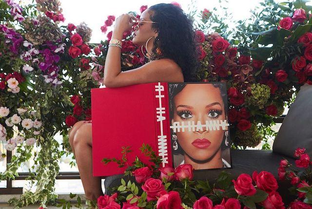 """Rihanna: Pourquoi s'obstine-t-elle à ne pas sortir """"R9"""" ?"""