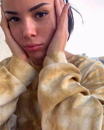 Agathe Auproux s'affiche avec un masque ultra stylé sur Instagram !