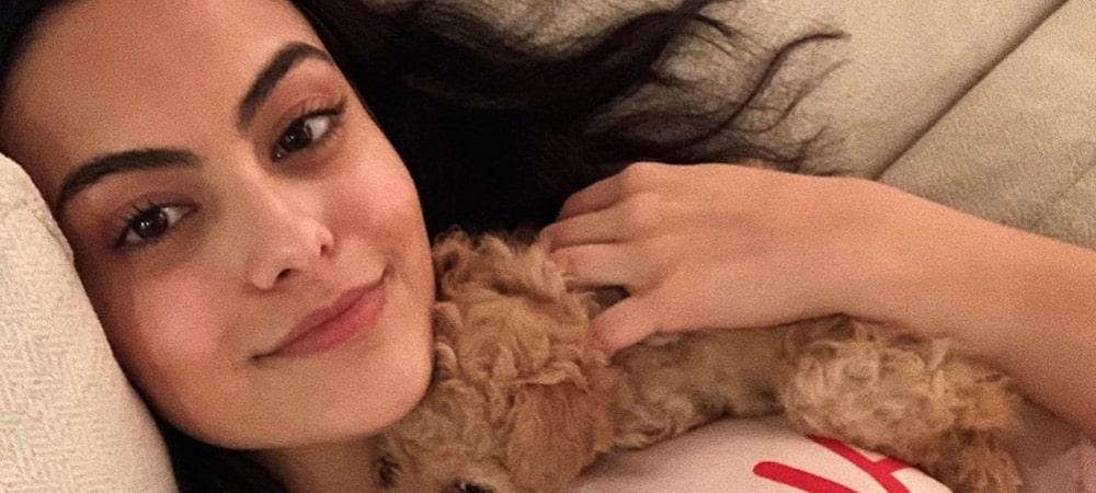 Camila Mendes adore le morceau d'Ariana Grande et Lady Gaga 1000