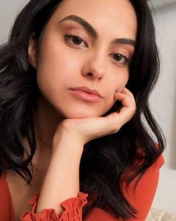 Camila Mendes très proche du photographe Grayson Vaughan !