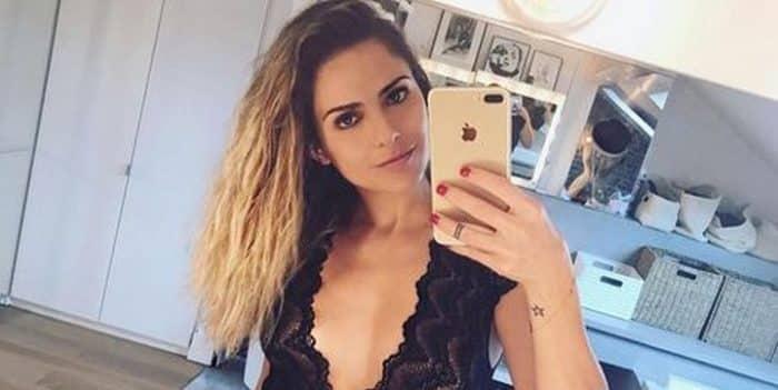 Clara Morgane met le feu en porte-jarretelles sur Instagram !