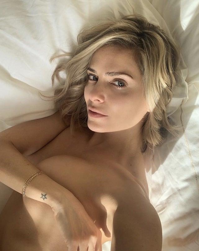 Clara Morgane prend une pause sexy en maillot de bain dans sa chambre !