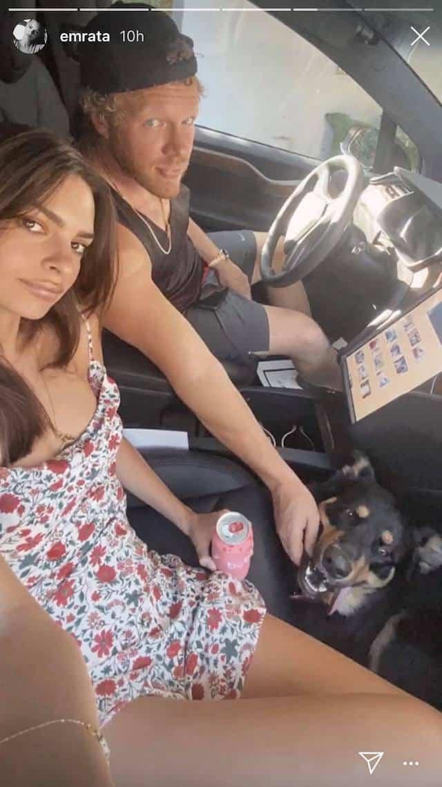 Emily Ratajkowski s'affiche avec son mari en robe printanière !