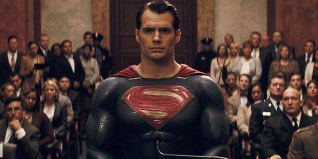 Henry Cavill: John Glover réagit à son grand retour en Superman 640
