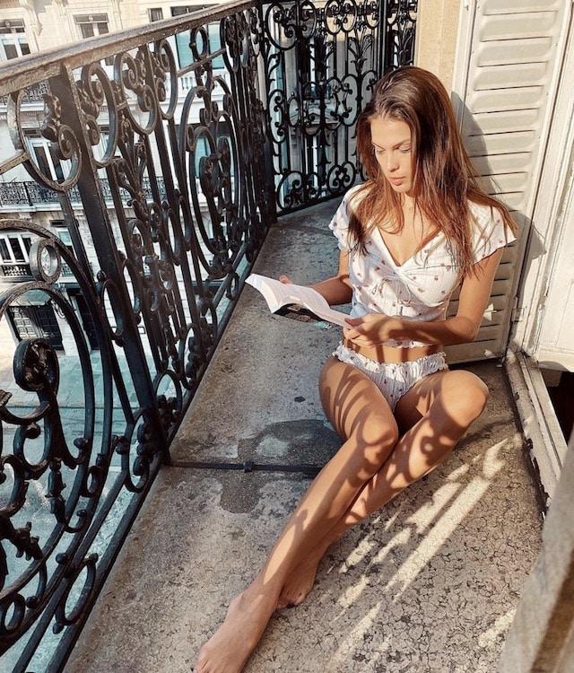Iris Mittenaere: son look glamour et printanier fait l'unanimité sur Instagram !