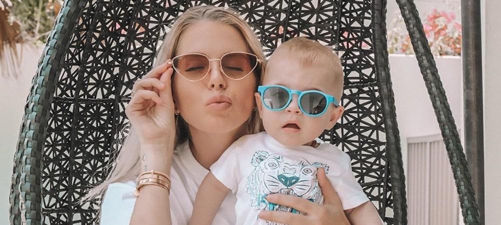 Jessica Thivenin- première baignade à la piscine avec son fils Maylone 1000