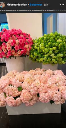 Khloé Kardashian est couverte de fleurs pour la fête des mères 11052020-