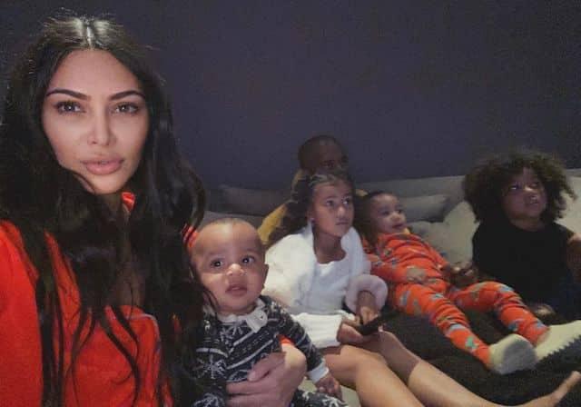 Kim Kardashian: premier extrait de sa vie de confinée loin de sa famille !