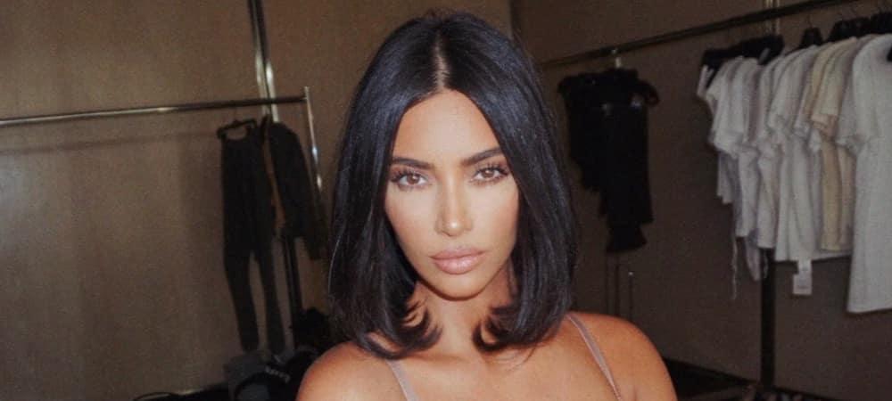 Kim Kardashian- son maillot de bain très échancré dévoilé tout 1000