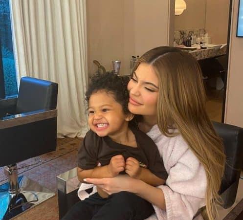Kylie Jenner pose avec sa fille Stormi et fait fondre Instagram !