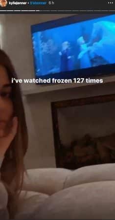 Kylie Jenner: sa fille Stormi blottie contre elle devant La Reine des neiges !