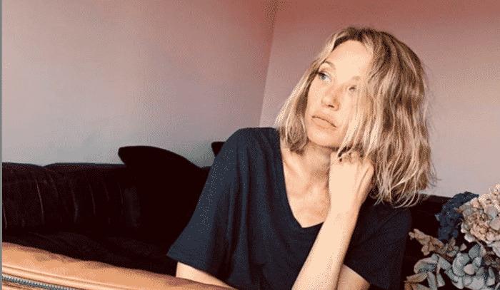 Laura Smet la fille de Johnny ressemble beaucoup à Nathalie Baye -02052020-