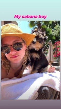 Lili Reinhart: la chérie de Cole Sprouse s'affiche au soleil avec son chien !
