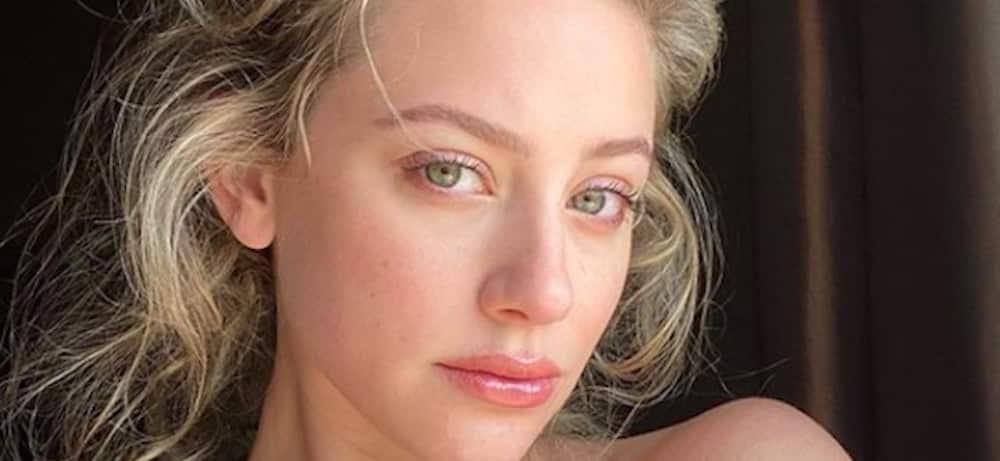 Lili Reinhart: la chérie de Cole Sprouse s'affiche dehors avec un masque !