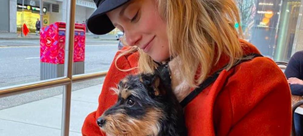 Lili Reinhart: son petit chien adore la série Dead to Me sur Netflix !